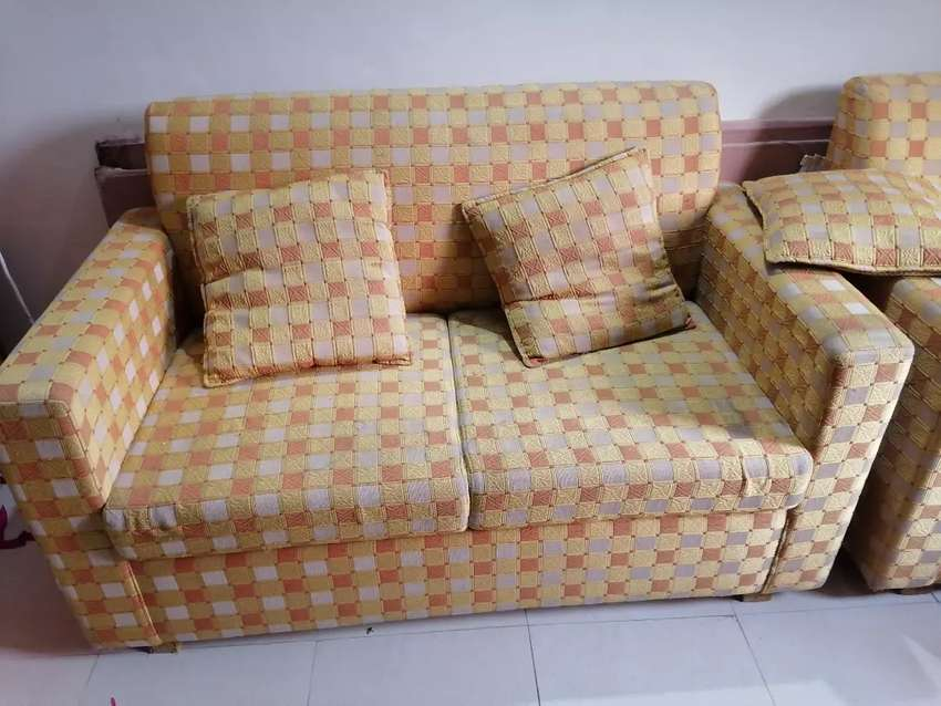 Sofa 7 seater. 6month used 0