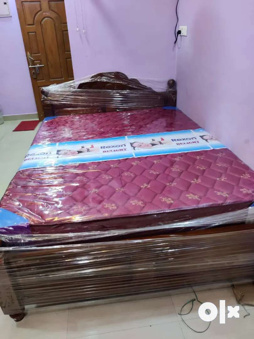 Wholesale price queen size wooden cot with spring matress 0