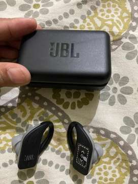 Jbl endurance peak buds mint condition
