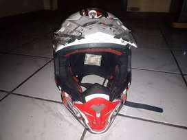 Helm cross GM warna merah