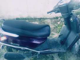 One hand use smooth running scooty no any problems.