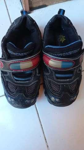 Sepatu anak sketchers