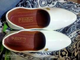 Serwani white shoe