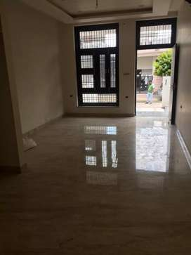 2 bhk flat available in mansarovar  for working girls and boys