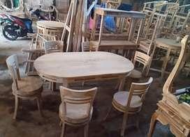 Tersedia meja makan oval 6 kursi material kayu jati solid