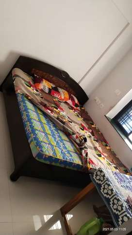 Good condition king size bed with matress