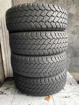 4pc Dunlop Grandtrek 235/70 R15 90%utuh Innova,Panther,Crv,Kuda
