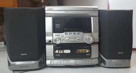 Akai Radio With speakers
