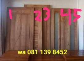 Daun pintu kayu Jati pilihan. Cek langsung barang yg ada saja.