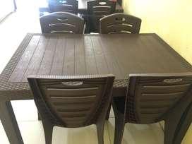 Dijual Kursi dan Meja ada 4 set