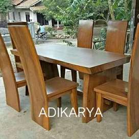 Meja makan 6 kursi (kayu blok terambesi suar).