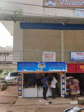 Shop/office for rent on main road