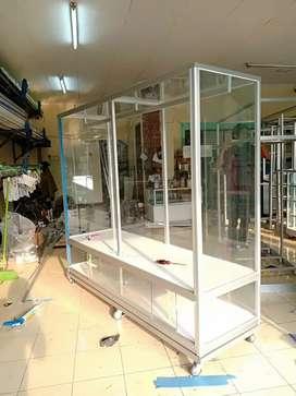 Sedia etalase aluminium untuk jualan baju distro