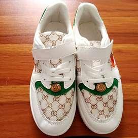 Sepatu Mickey uk 36