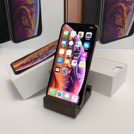 Super condition of I phone models available with bill box