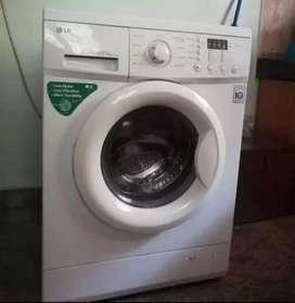 LG 5.5kg automatic front load washing machine- 12000/- nego