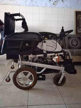 Kursi roda    hitam