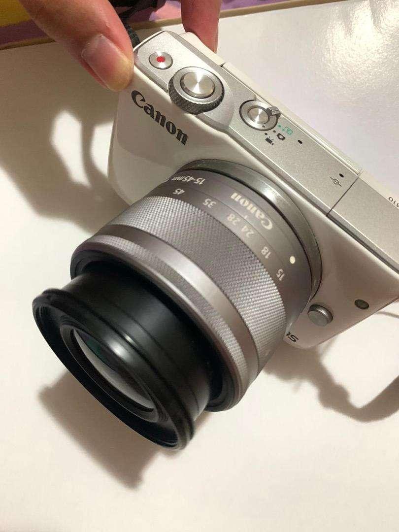 Canon EOS M10 TOUCHSCREEN 0