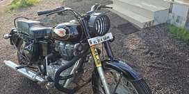 Royal Enfield standard 350. Well maintained.. showroom service..
