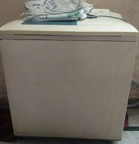 LG semi automatic  washing machine available for sale