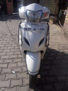 Good condition white activa3g  for sale