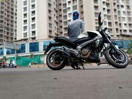 Bajaj dominor 400 non ABS  white nov17 model