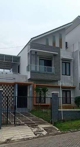 Rumah mewah ,Strategis Dekat jalan Raya mangunharjo,Tembalang