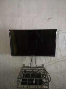 Dijual set PS 3 & TV kondisi mantap terima satuan dan borongan