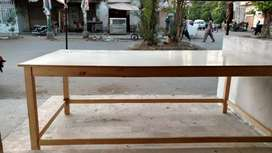 Cutting table / takhat