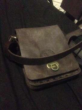 Tas kulit hitam asli