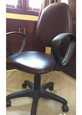 Office roller chair available in excellent condition