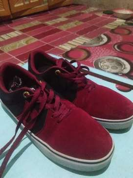 Sepatu Hertz merah ukuran 39