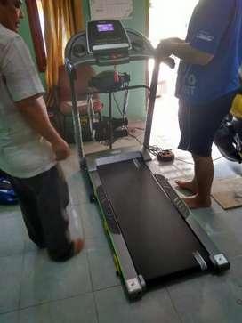 Treadmill Tl 288/3 fungsi dengan massager