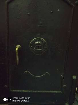 Heavy iron safe ,40 years old