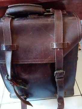 tas kulit untuk traveling,kerja.