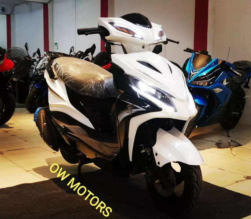 Brand new sports look fully automatic 150cc scooter LED Lights Scooty 0
