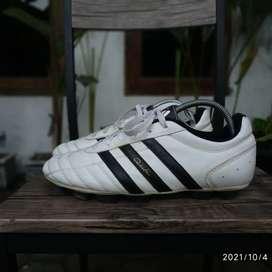 Sepatu Bola Adidas Questra HG White Black