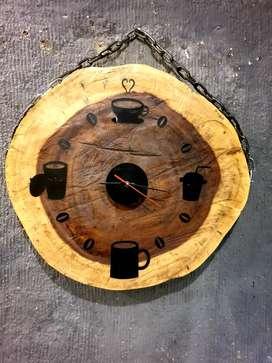 Jam dinding kayu
