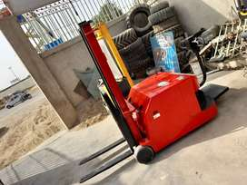 Stacker Battery operated Machine Condition brnd new Available for sale