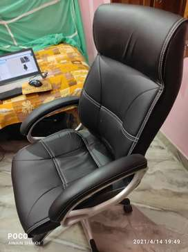 Flipkart Perfect Homes Leatherette Office Arm Chair  (Black)