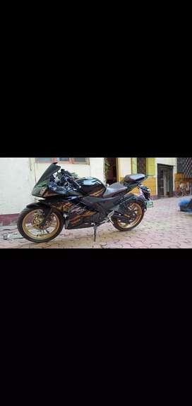 Yamaha R15 black gold