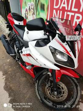 Yamaha R15 White and Red 39000