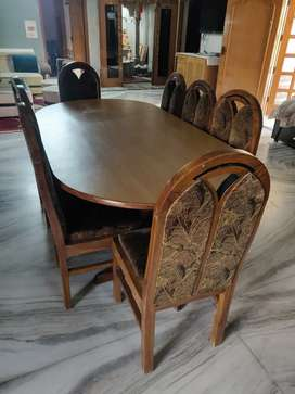 Dining table with 8 chairs, polished, in mint condition and heavy duty