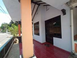 Rumah sewa pinggir jalan kampung