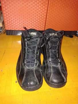 Sepatu basket merk LEAGUE DBL original