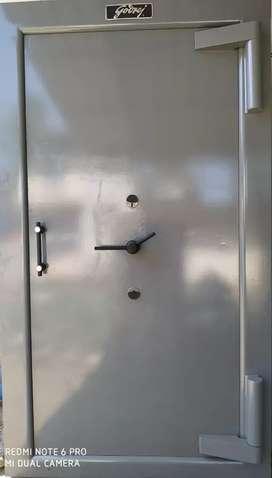 Safe locker door