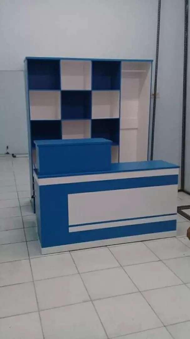 Seset biru putih meja kasir dan rak laundry 0
