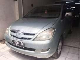 Toyota innova V 2005 AT