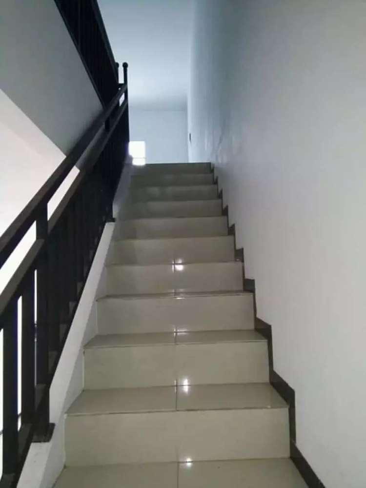 hunian dua lantai nyaman asri mewah