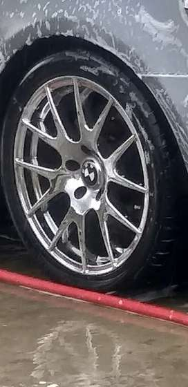 Bmw 18 inche rims  with  cantinatal tyres
